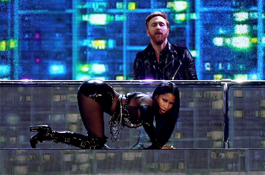 david-guetta-nicki-minaj-bbmas-2017-carpet-1548