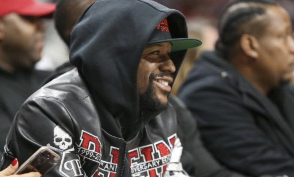 Floyd Mayweather s'engage à payer l'enterrement de George Floyd